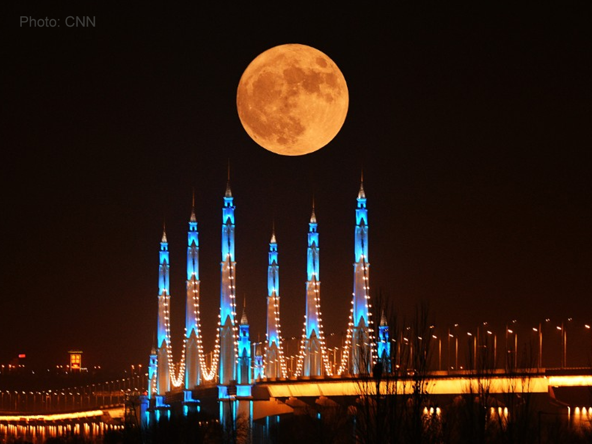The Supermoon and its supersized spectacle