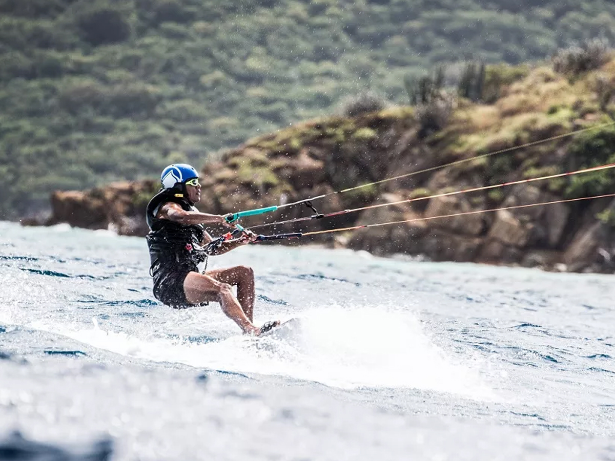 Obama shows extreme side with kitesurfing in the Caribbean