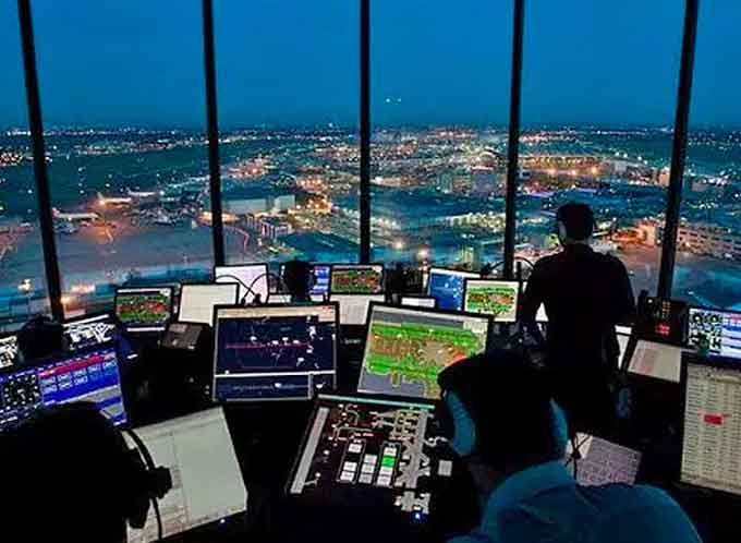 Air traffic controllers, working without pay, ramp up shutdown pressure